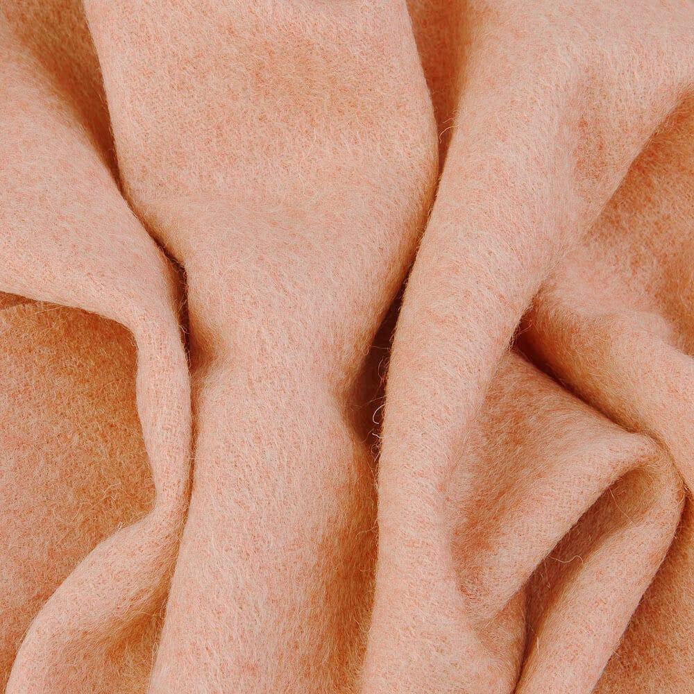 Теплый классический шерстяной палантин персиковый